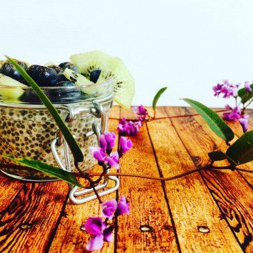 Pudding de semillas de chía, arándanos y kiwi